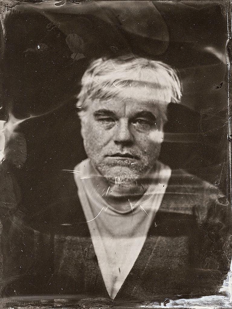 פיליפ סימור הופמן בתצלום של ויקטוריה וויל מפסטיבל סאנדנס, שבועיים בלבד לפני מותו. לקישור לאתר הצלמת הקליקו על התצלום