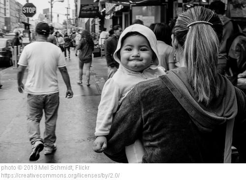 """""""אמא נושאת את ילדה"""", מל שמידט."""